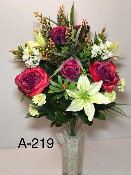Искусственный букет A-219 «Розы с лилиями и украшениями»