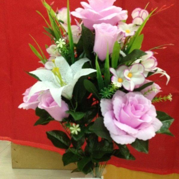 Искусственный букет B-102, белоснежные лилии с розами и лист лопуха