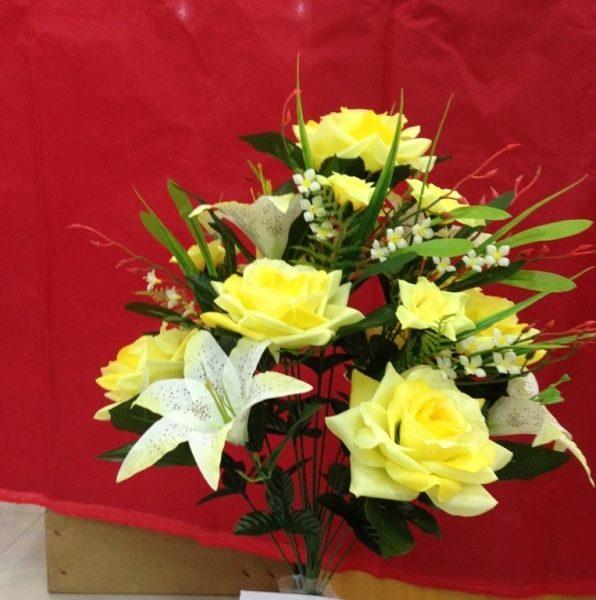 Искусственный букет B-103, «розы остролистные с лилиями»