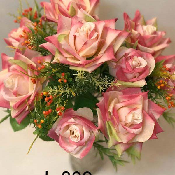 Искусственный букет L-002, остролепестковые розы с декором